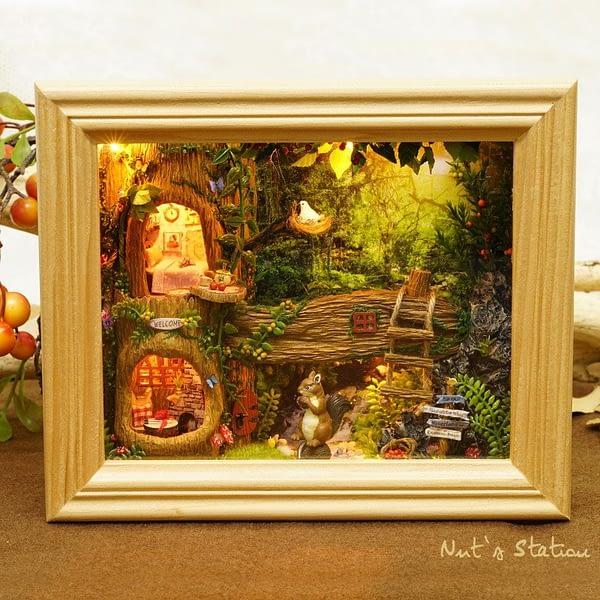 Nut's Station Frame Miniature (W006)